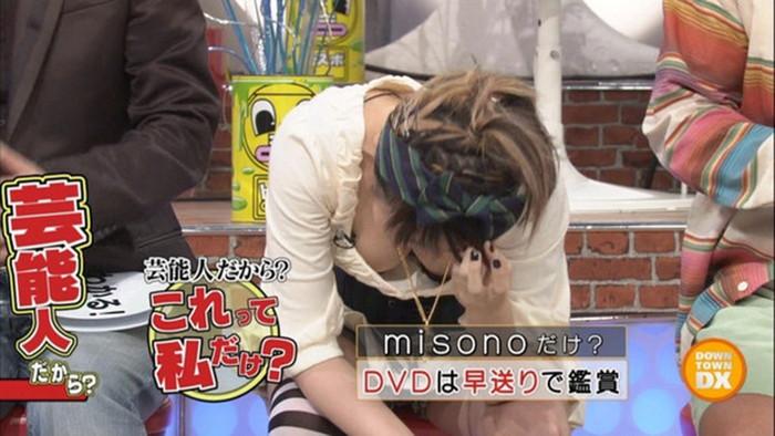 【放送事故エロ画像】これは気まずい!?テレビに映りこんだエロい放送事故! 16