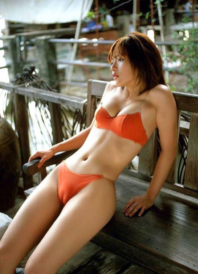 【マンスジエロ画像】卑猥すぎる股間!女性器のアピール強すぎる食い込み! 15