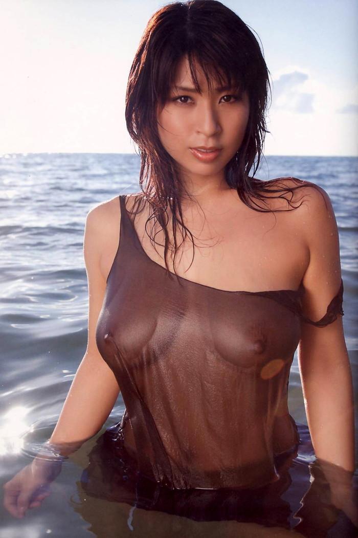 【濡れ透けエロ画像】濡れた着衣はこんなにもスッケスケ!濡れて透けた着衣! 07