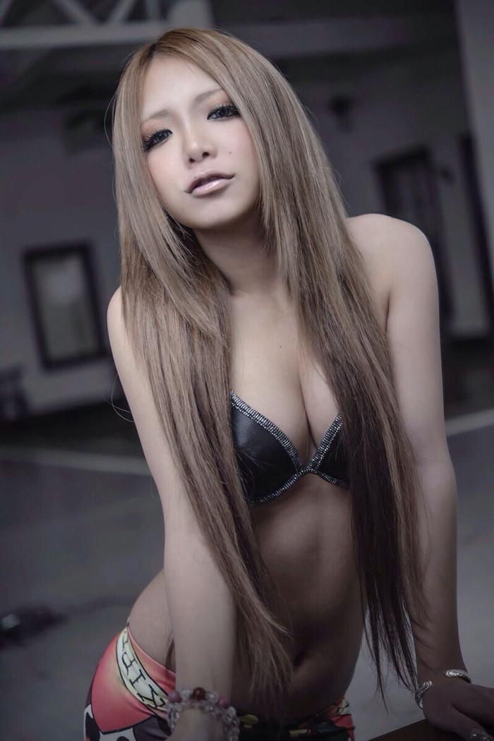 【黒ギャルエロ画像】ハデな化粧とハデな着衣でセックスアピール絶大な黒ギャル! 22