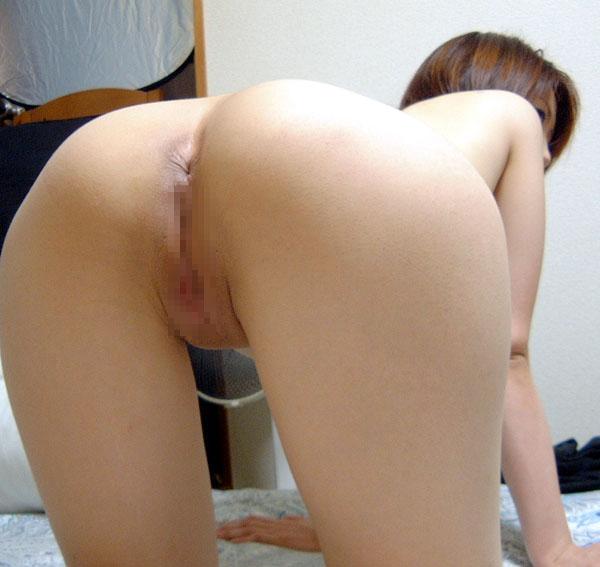 【アナルエロ画像】カメラに向かってアナルを見せ付ける女!尻フェチ必見! 03
