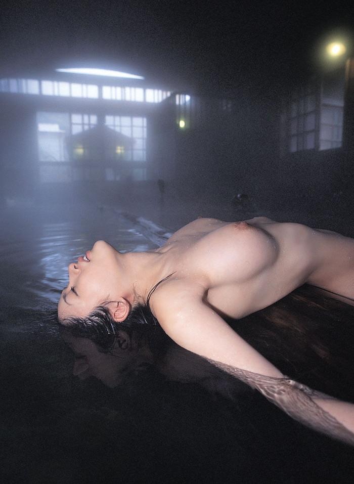 【入浴シーンエロ画像】入浴中の女の子たちの画像を集めたら勃起したwwww 18