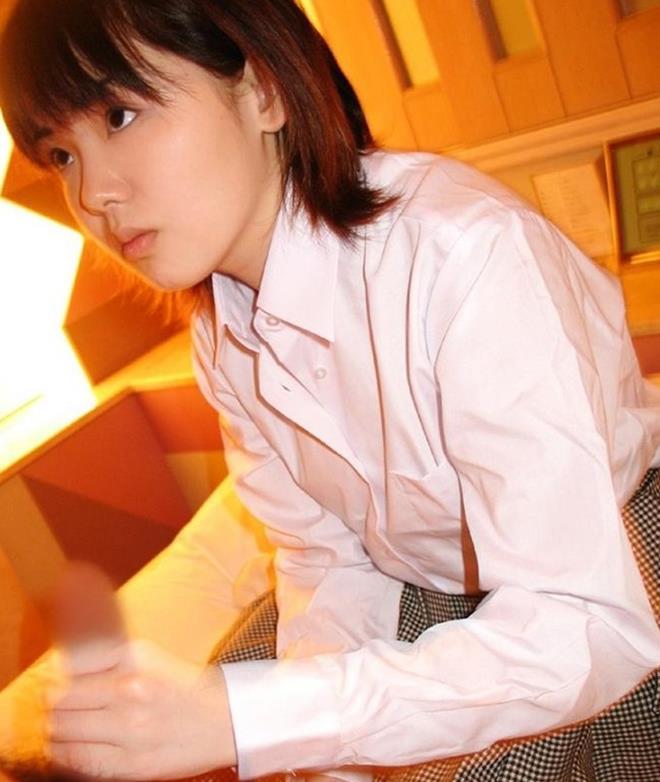 【手コキエロ画像】女の子の手で絶頂に導かれる手コキをテーマに集めた画像 22