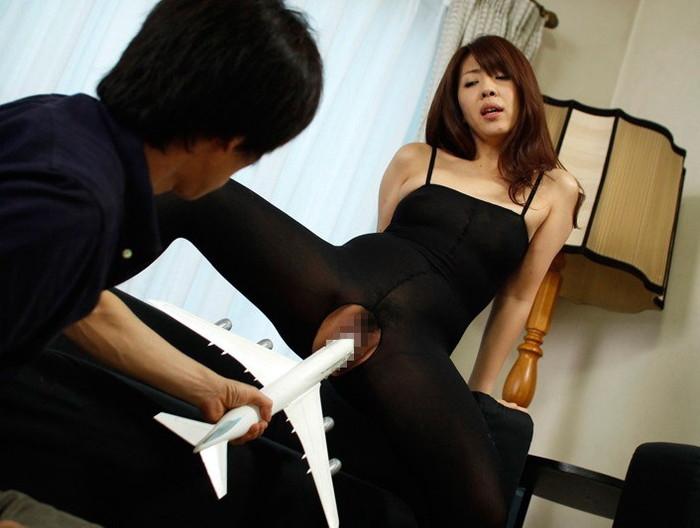 【異物挿入エロ画像】これで気持ちよくなれるのであれば…股間に異物挿入する女! 18