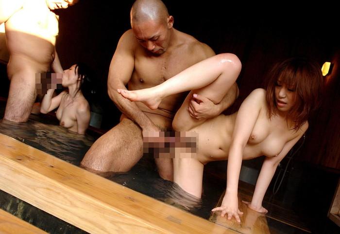 【乱交エロ画像】複数人でのセックス!?性の乱れが生んだセックスのゴールがこちらw 11