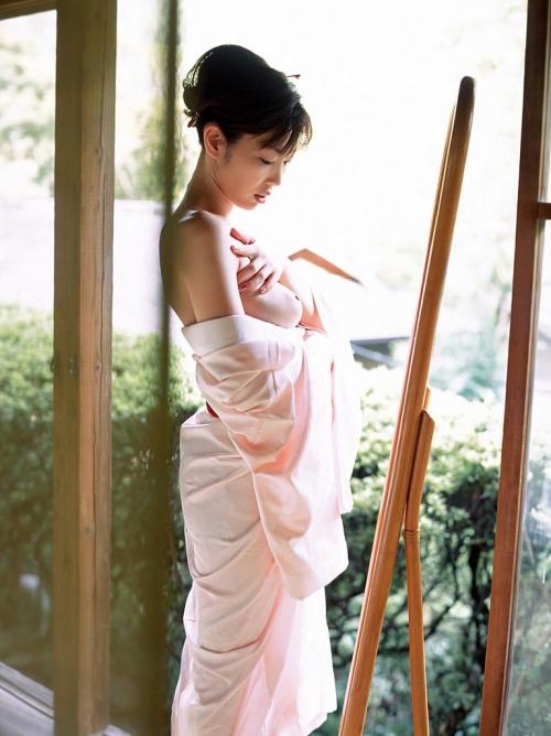 【和服エロ画像】乱れた着物がセクシー!妖艶な雰囲気なエロスに思わずフル勃起! 13