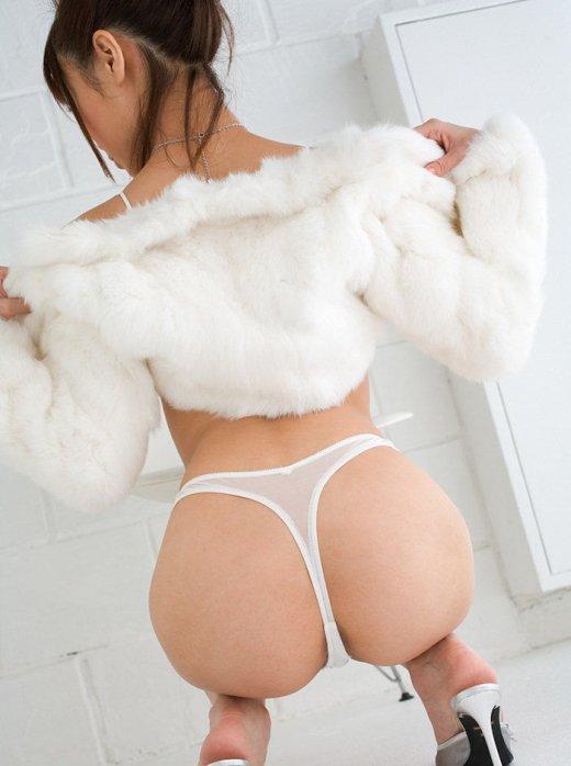 【Tバックエロ画像】美尻をさらに美しくセクシーに演出する下着といったらやっぱりコレ! 13