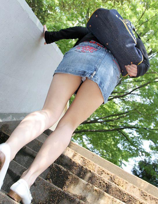 【ローアングルエロ画像】ナナメ下のローアングルから女の子の股間を狙った結果! 24