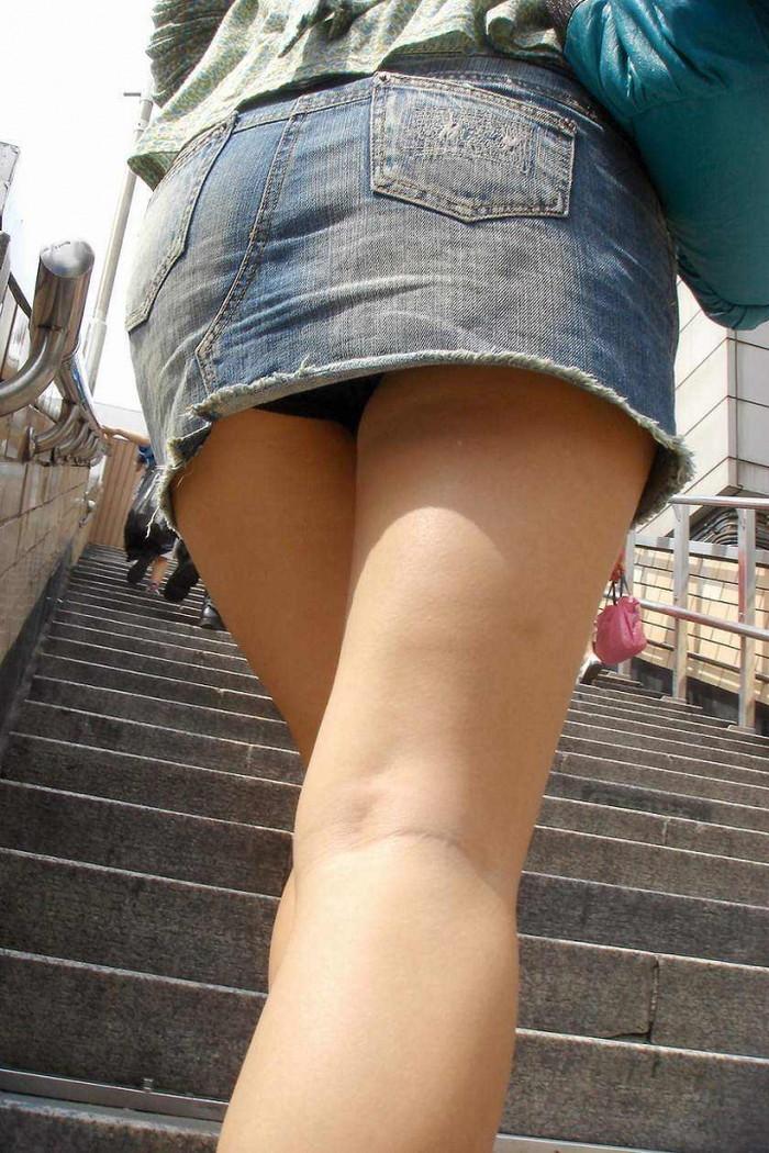 【ローアングルエロ画像】ナナメ下のローアングルから女の子の股間を狙った結果! 25
