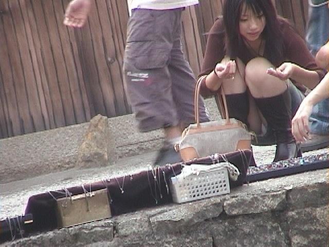 【パンチラエロ画像】街中で見つけた素人娘たちのパンチラ狙った結果!www 03