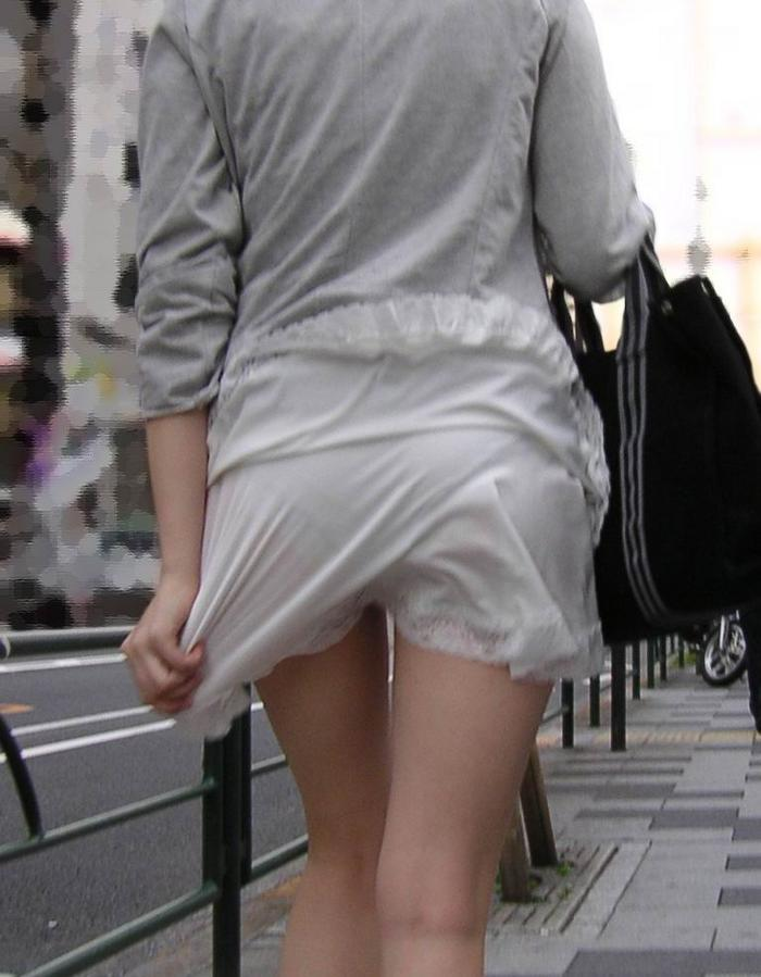 【パンチラエロ画像】街中で見つけた素人娘たちのパンチラ狙った結果!www 11