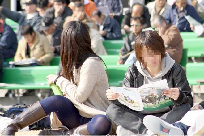 【パンチラエロ画像】街中で見つけた素人娘たちのパンチラ狙った結果!www 13