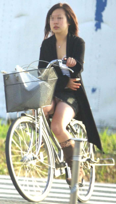 【パンチラエロ画像】街中で見つけた素人娘たちのパンチラ狙った結果!www 16