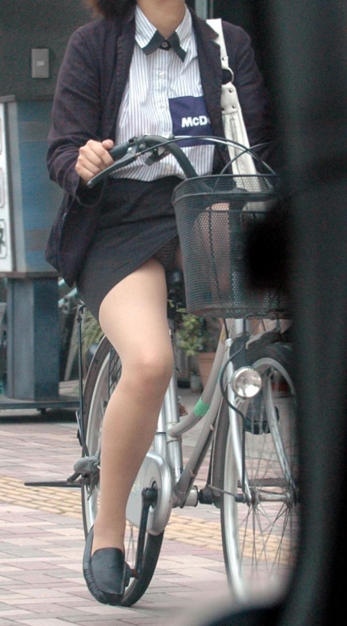 【パンチラエロ画像】街中で見つけた素人娘たちのパンチラ狙った結果!www 22