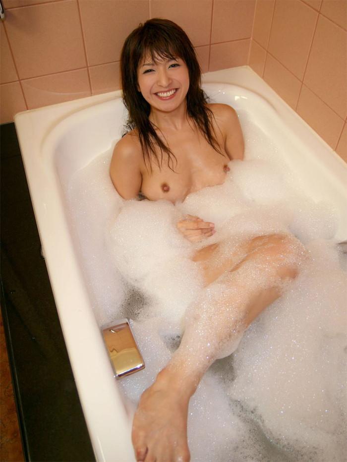【入浴エロ画像】一度は覗いてみたい!女の子が全裸で入浴する姿にフル勃起! 24