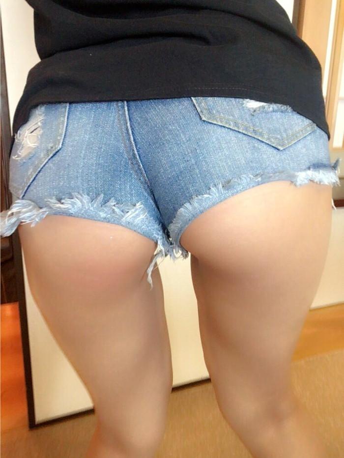 【ホットパンツエロ画像】露になった太ももがセクシーなホットパンツ女子! 12