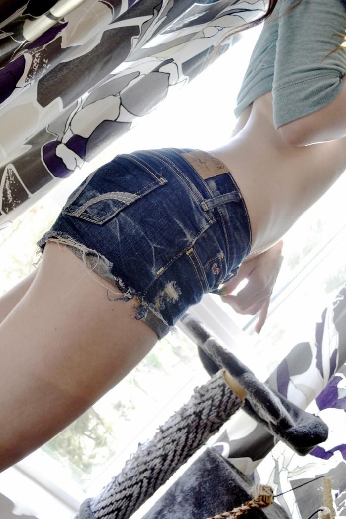 【ホットパンツエロ画像】露になった太ももがセクシーなホットパンツ女子! 15