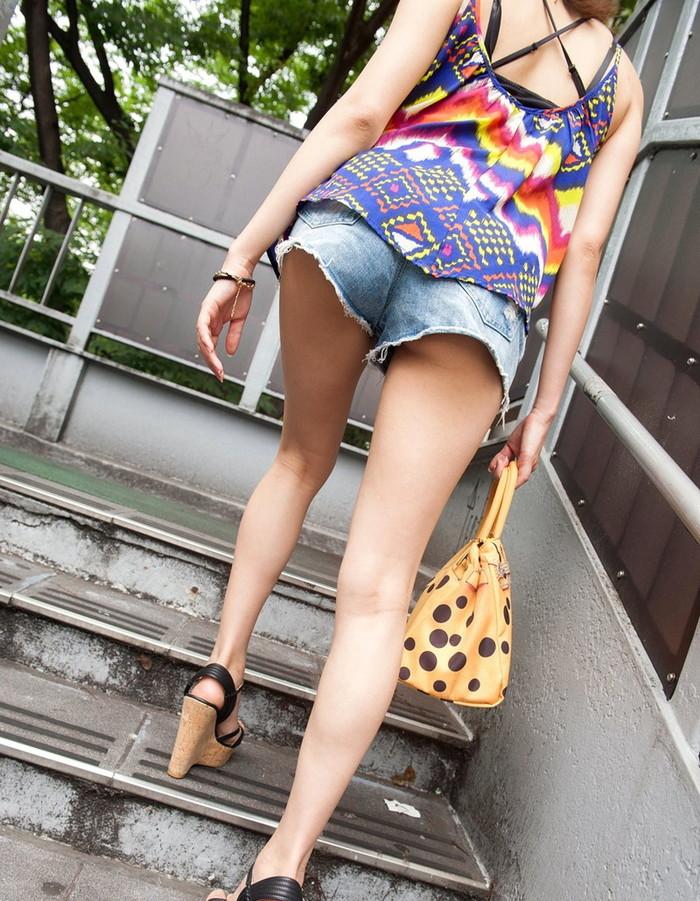 【ホットパンツエロ画像】露になった太ももがセクシーなホットパンツ女子! 24