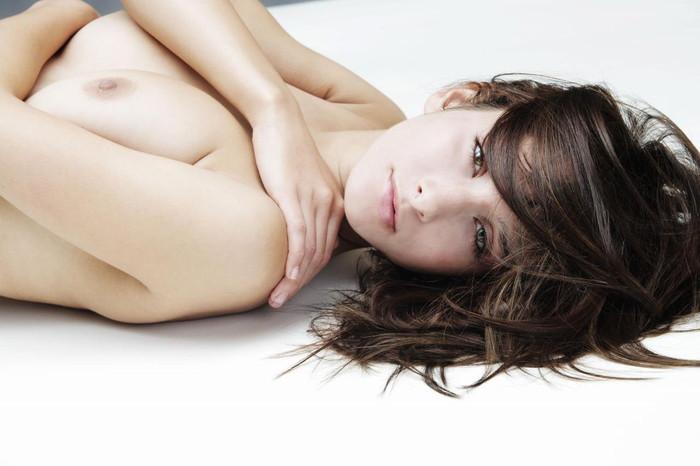 抜ける海外美女のヌードエロ画像