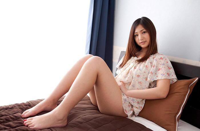 【美脚エロ画像】女の子の見事な脚線美!思わず見とれてしまう美脚の女の子!