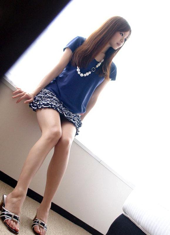 【美脚エロ画像】女の子の見事な脚線美!思わず見とれてしまう美脚の女の子! 01