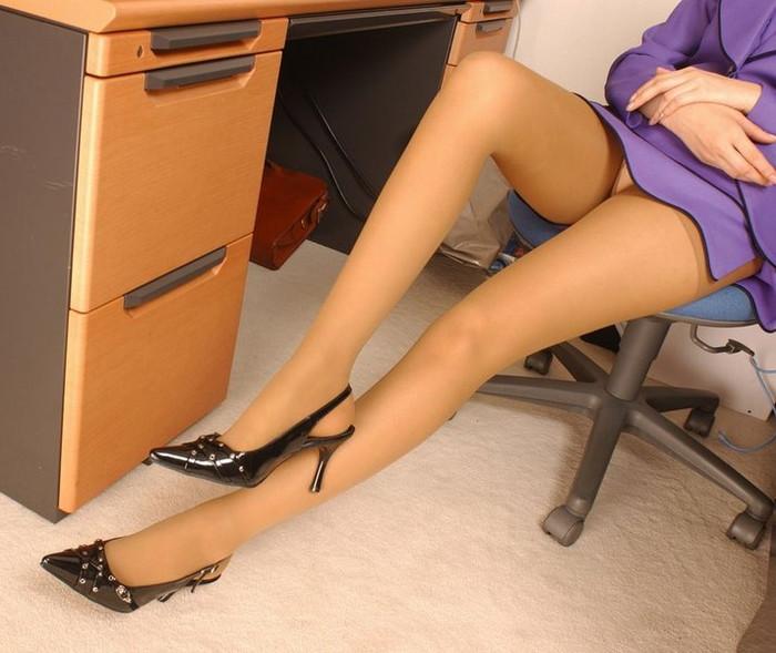 【美脚エロ画像】女の子の見事な脚線美!思わず見とれてしまう美脚の女の子! 07