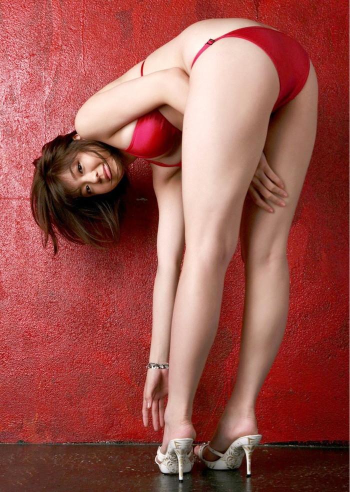 【美脚エロ画像】女の子の見事な脚線美!思わず見とれてしまう美脚の女の子! 09