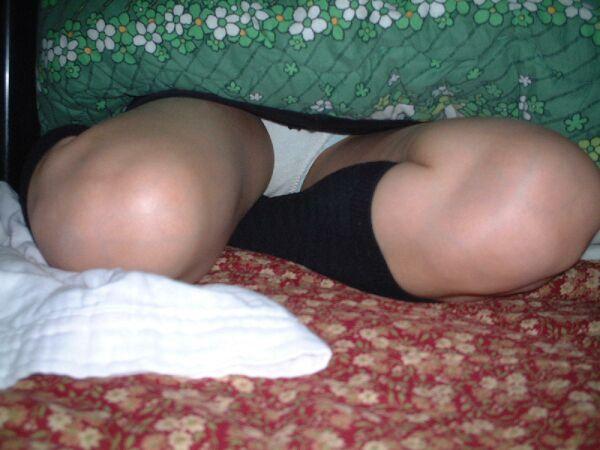 【コタツ内盗撮エロ画像】コタツの中にはいっている女の子の下半身狙った結果ww 13