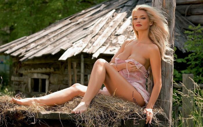 勃起不可避な白人美女のエロ画像