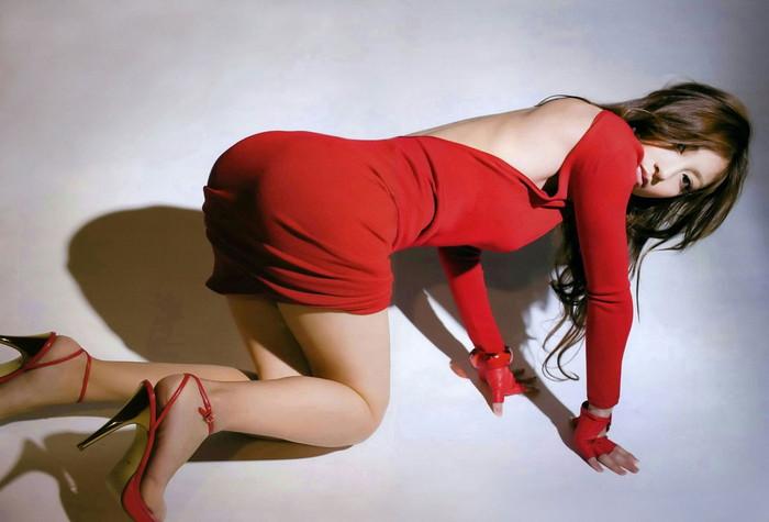 【美脚エロ画像】スラリと伸びた脚線美の虜!美脚フェチ必見のエロ画像集めたったw 24
