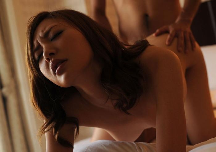 【バックエロ画像】四つん這いにした女の子のお尻を眺めながらセックス! 10
