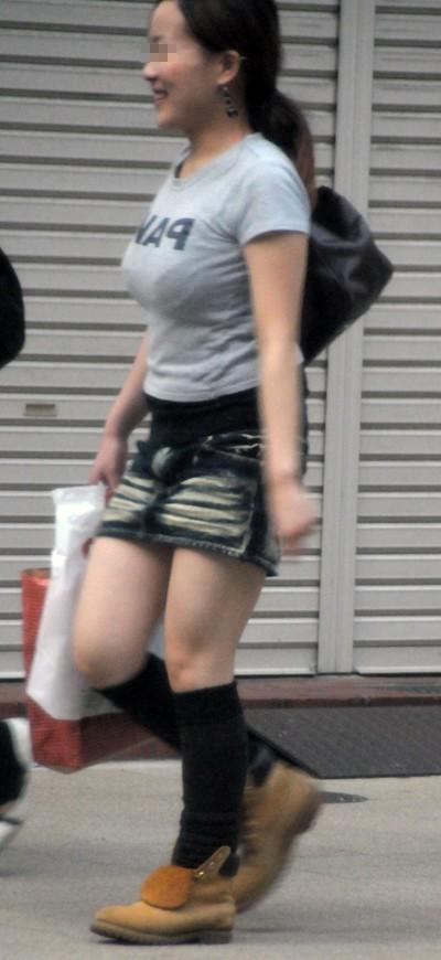 【着衣巨乳エロ画像】街中でセックスアピール絶大の着衣巨乳な女の子! 16