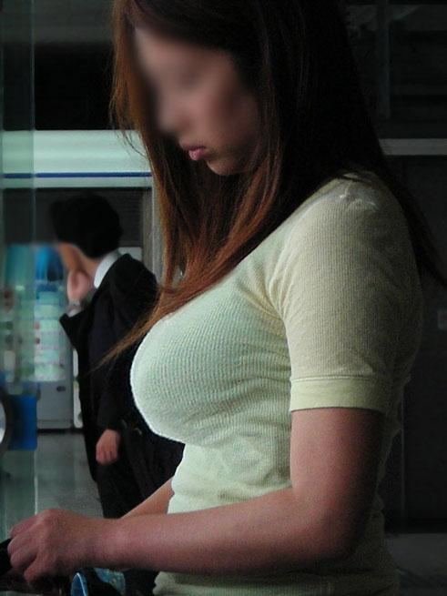 【着衣巨乳エロ画像】街中でセックスアピール絶大の着衣巨乳な女の子! 18