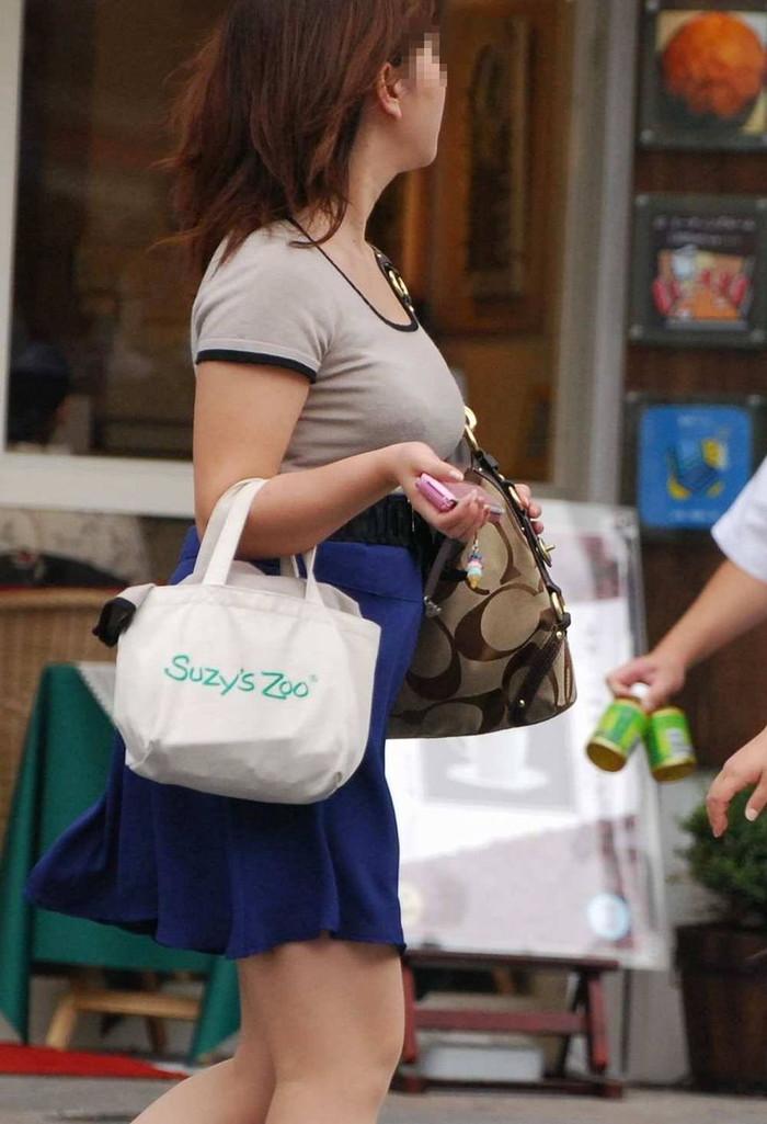 【着衣巨乳エロ画像】街中でセックスアピール絶大の着衣巨乳な女の子! 27