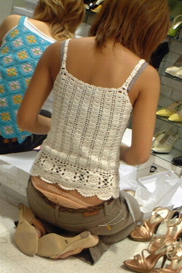 【ローライズエロ画像】腰パン!?ローライズファッションでパンチラ、尻チラ満載ww 04