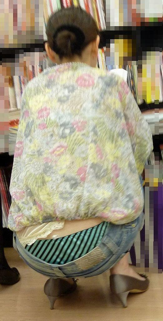 【ローライズエロ画像】腰パン!?ローライズファッションでパンチラ、尻チラ満載ww 05