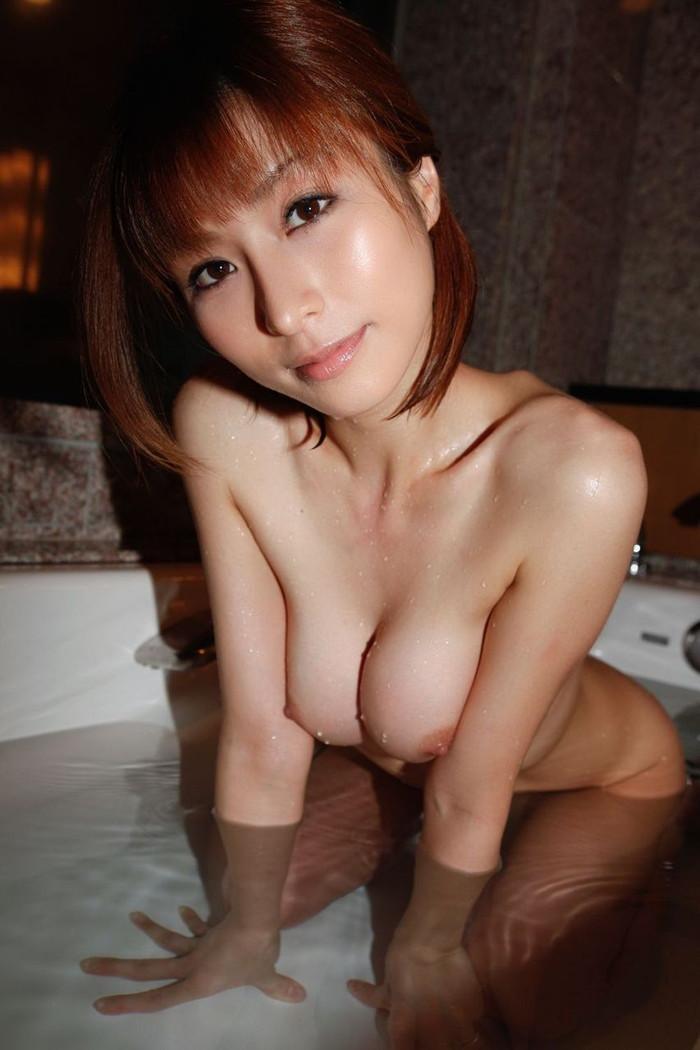 【入浴エロ画像】女の子が一糸まとわぬ姿で入浴!当然なんだが抜けるだろwww 18