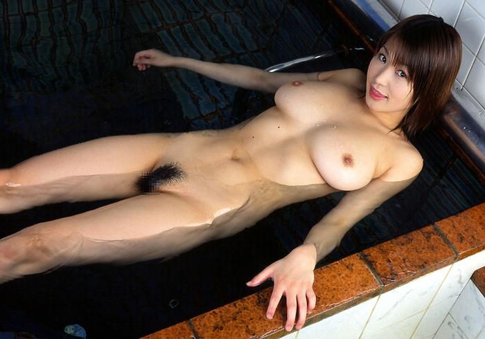 【入浴エロ画像】女の子が一糸まとわぬ姿で入浴!当然なんだが抜けるだろwww 23