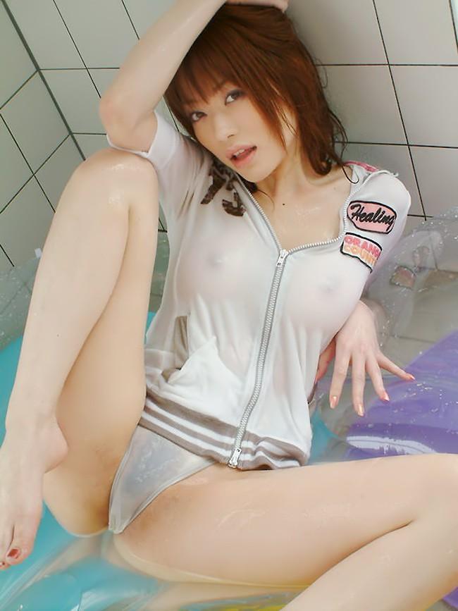 【濡れ透けエロ画像】ビッショビショでスッケスケな着衣がめっちゃエロい! 03