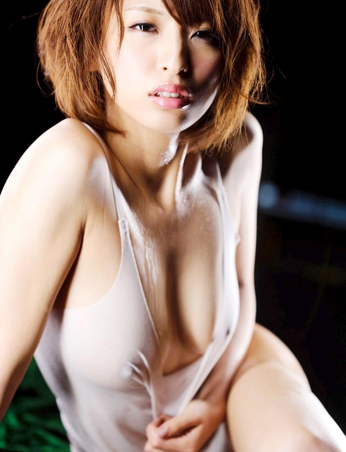 【濡れ透けエロ画像】ビッショビショでスッケスケな着衣がめっちゃエロい! 23