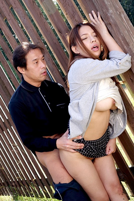 【青姦エロ画像】開放的な屋外で身も心も解き放っていざ、野外セックス! 26