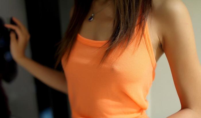 【胸ポッチエロ画像】女の子の胸元にあるこのポッチ!これの正体は!?草生えたww 05
