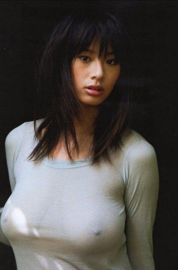 【胸ポッチエロ画像】女の子の胸元にあるこのポッチ!これの正体は!?草生えたww 20