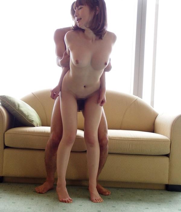 【立ちバックエロ画像】立ったままセックスしているという背徳感にドキドキの体位w 24