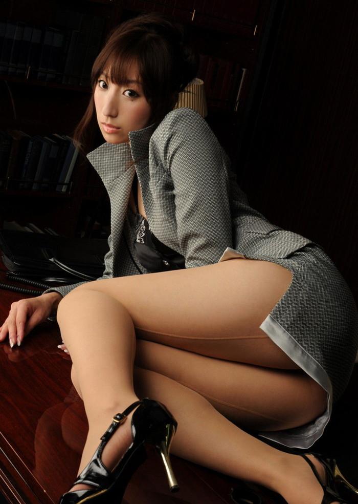 【美脚エロ画像】スラリと伸びた脚線美!美脚の女の子たちの画像集めたったw 09