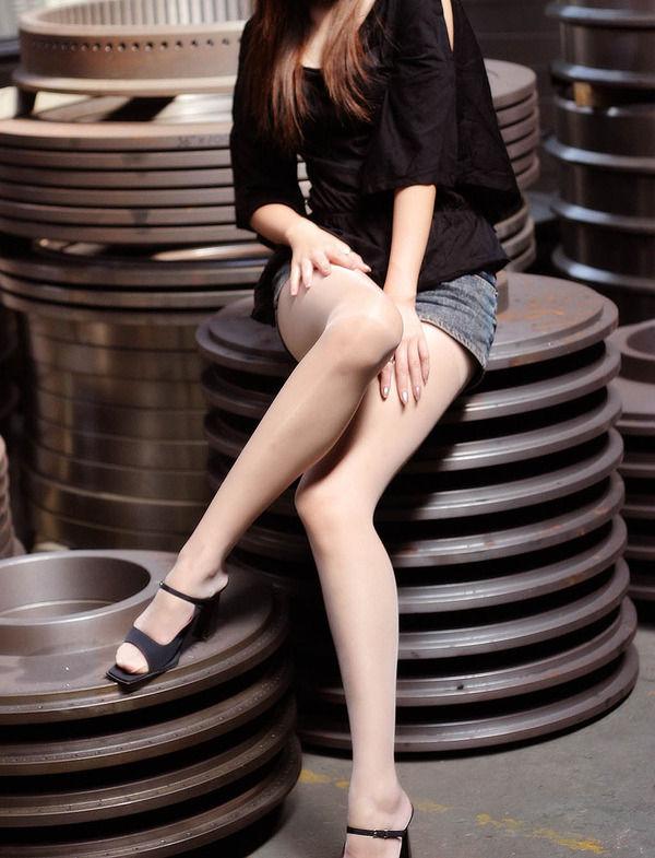 【美脚エロ画像】スラリと伸びた脚線美!美脚の女の子たちの画像集めたったw 16