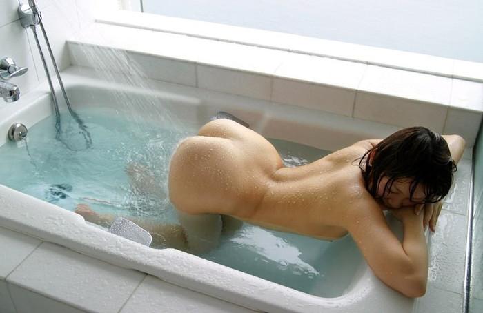 【入浴エロ画像】女の子がお風呂に入る時、そりゃ全裸だよな?wwww 表紙