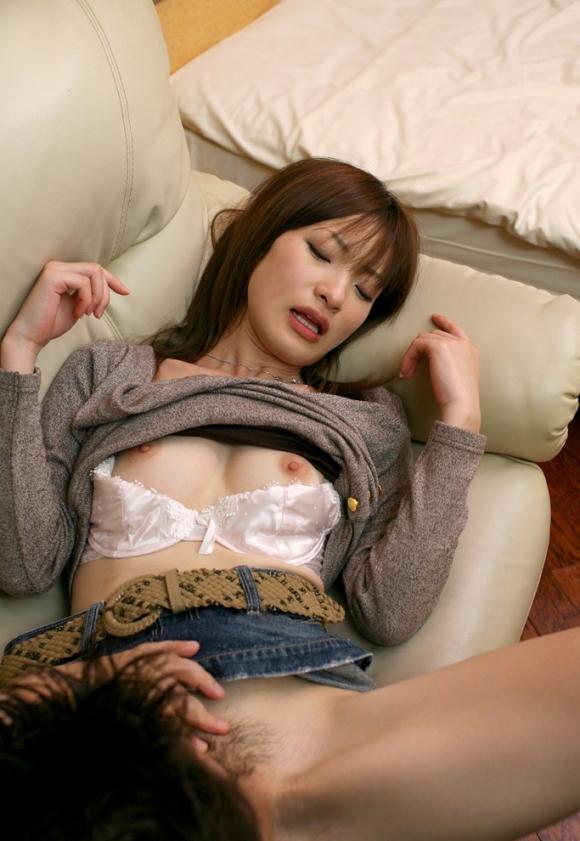 【クンニリングスエロ画像】女の子の股間をぺろぺろ舐める!クンニリングス特集! 02