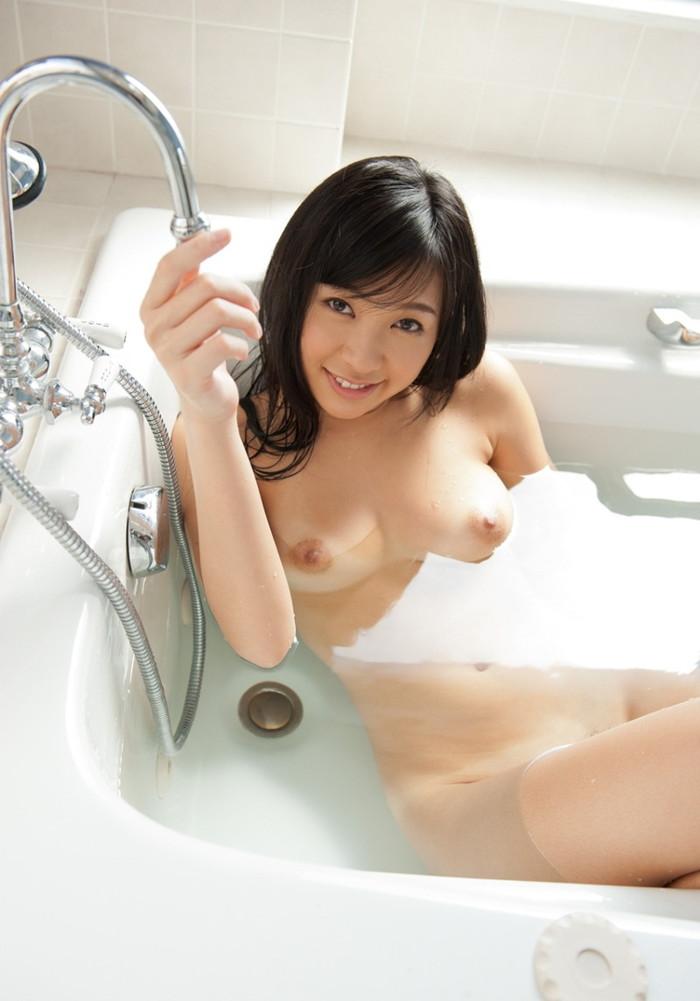 【入浴エロ画像】お風呂といえば、どんなに可愛い子でも全裸が基本だろ!? 07