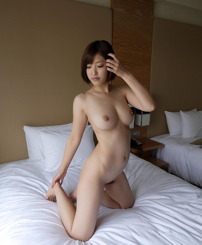 【フルヌードエロ画像】全裸!文字通り、女の子の一糸まとわす生まれたままの姿! 01